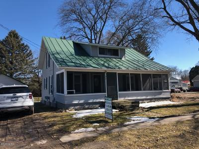 Montcalm County Single Family Home For Sale: 217 S Sherman Street