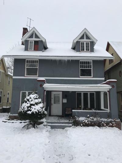 Grand Rapids Single Family Home For Sale: 571 Madison Avenue SE