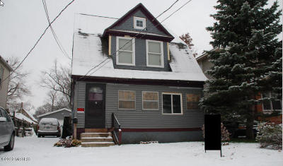 Grand Rapids Single Family Home For Sale: 106 Sutton Street SW