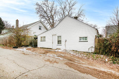 Wyoming Single Family Home For Sale: 2102 Denwood Avenue SW