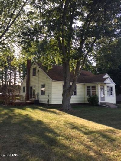 Benzie County, Charlevoix County, Clare County, Emmet County, Grand Traverse County, Kalkaska County, Lake County, Leelanau County, Manistee County, Mason County, Missaukee County, Osceola County, Roscommon County, Wexford County Single Family Home For Sale: 9898 S Decker Road