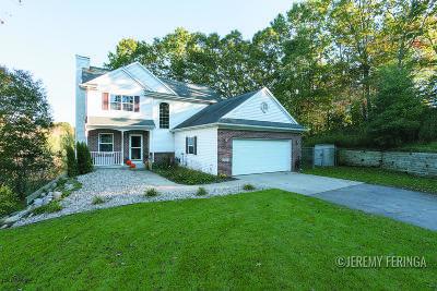 Single Family Home For Sale: 2628 Berkley Court NE