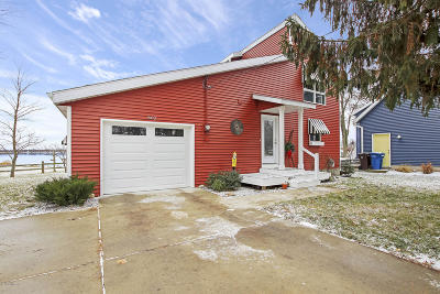 Clinton County, Gratiot County, Isabella County, Kent County, Mecosta County, Montcalm County, Muskegon County, Newaygo County, Oceana County, Ottawa County, Ionia County, Ingham County, Eaton County, Barry County, Allegan County Single Family Home For Sale: 802 Lakeview Drive