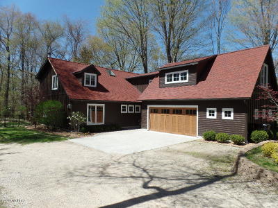 Fennville Single Family Home For Sale: 2114 Lakeshore Drive
