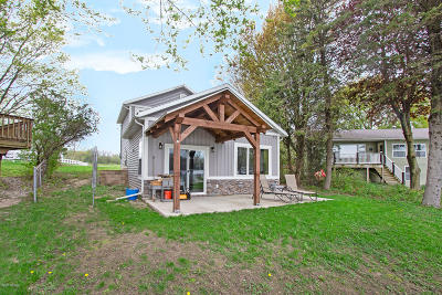 Clinton County, Gratiot County, Isabella County, Kent County, Mecosta County, Montcalm County, Muskegon County, Newaygo County, Oceana County, Ottawa County, Ionia County, Ingham County, Eaton County, Barry County, Allegan County Single Family Home For Sale: 4634 Fogeson Drive