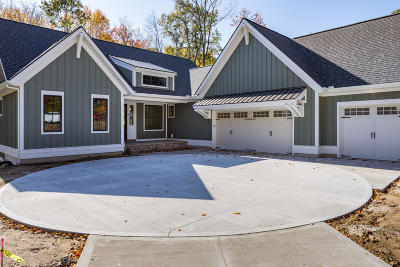 Grand Rapids Single Family Home For Sale: 4100 Legend Woods Lane