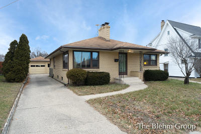 Grand Rapids Single Family Home For Sale: 1015 5th Street NW