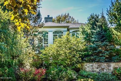 St. Joseph Single Family Home For Sale: 1320 Pine Hill Court