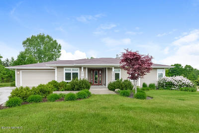 Fennville Single Family Home For Sale: 6695 Yamoto Way