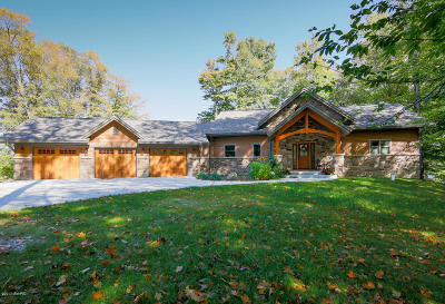 Allegan Single Family Home For Sale: 1499 Timber Ridge Bay Drive