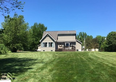 Clare County Single Family Home For Sale: 3381 Pinehurst Drive