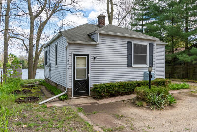 Paw Paw Single Family Home For Sale: 52219 Sheridan Road