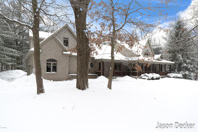 Rockford Single Family Home For Sale: 8448 Rocky Pines Drive NE