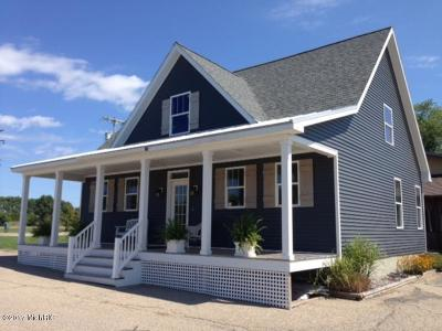 Allegan County Single Family Home For Sale: 2500 Orchard Street