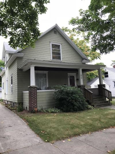 Ludington Single Family Home For Sale: 819 E Loomis Street