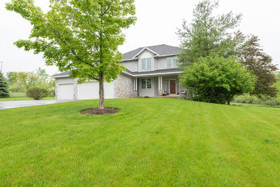 Clinton County, Gratiot County, Isabella County, Kent County, Mecosta County, Montcalm County, Muskegon County, Newaygo County, Oceana County, Ottawa County, Ionia County, Ingham County, Eaton County, Barry County, Allegan County Single Family Home For Sale: 3200 Egypt Valley Avenue NE