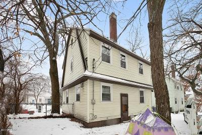 Single Family Home For Sale: 707 Oakdale Street SE