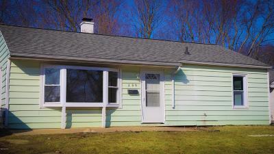 Albion Single Family Home For Sale: 209 Miller Drive
