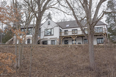 Battle Creek Single Family Home For Sale: 250 Wahwahtaysee Way