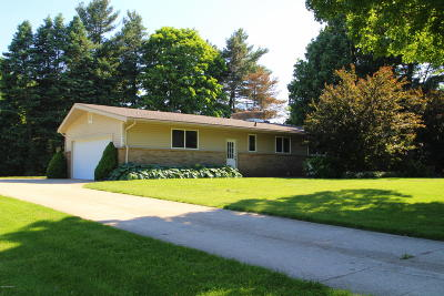 Single Family Home For Sale: 4600 100th Street SE
