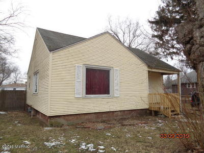 Benton Harbor Single Family Home For Sale: 214 Pollard Avenue