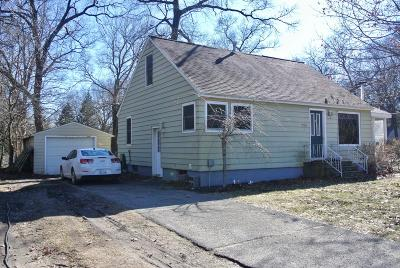 Grand Haven Single Family Home For Sale: 15360 Comstock Street