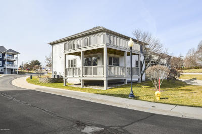 Saugatuck, Douglas Condo/Townhouse For Sale: 200 Garden Terrace #B