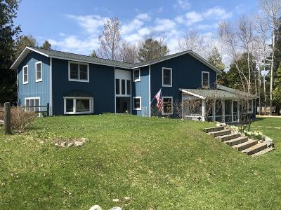 Benzie County, Charlevoix County, Clare County, Emmet County, Grand Traverse County, Kalkaska County, Lake County, Leelanau County, Manistee County, Mason County, Missaukee County, Osceola County, Roscommon County, Wexford County Single Family Home For Sale: 2907 Laketon Court