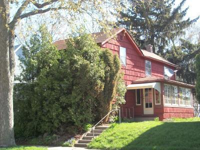 Single Family Home For Sale: 636 Fairview Avenue NE