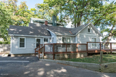 South Haven Single Family Home For Sale: 74 N Shore Drive
