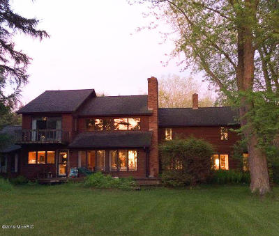 Benzie County, Charlevoix County, Clare County, Emmet County, Grand Traverse County, Kalkaska County, Lake County, Leelanau County, Manistee County, Mason County, Missaukee County, Osceola County, Roscommon County, Wexford County Single Family Home For Sale: 2676 Schaef Road