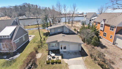 Grand Haven, Spring Lake Single Family Home For Sale: 20056 N Shore Drive