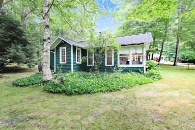 South Haven Single Family Home For Sale: 7123 Maple Avenue