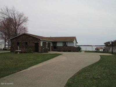 Muskegon Single Family Home For Sale: 2463 Memorial Drive