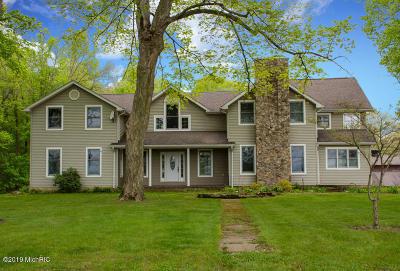 Edwardsburg Single Family Home For Sale: 26464 Hamilton Street