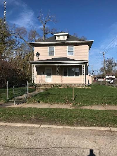 Benton Harbor Single Family Home For Sale: 1008 Superior Street