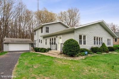 Coloma MI Single Family Home For Sale: $279,000