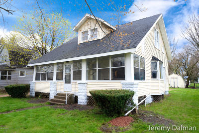 Allegan County Single Family Home For Sale: 122 W 1st Street