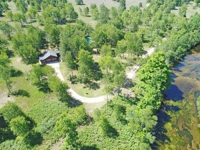 Benzie County, Charlevoix County, Clare County, Emmet County, Grand Traverse County, Kalkaska County, Lake County, Leelanau County, Manistee County, Mason County, Missaukee County, Osceola County, Roscommon County, Wexford County Single Family Home For Sale: 3733 S Reynolds