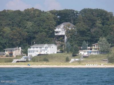 Grand Haven, Spring Lake Single Family Home For Sale: 18036 North Shore Estate Drive