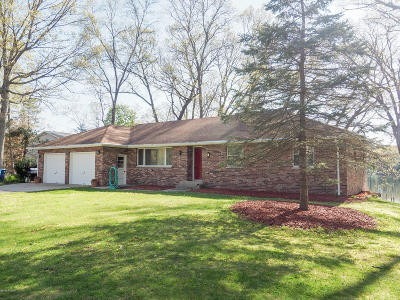 Kalamazoo Single Family Home For Sale: 1210 E Crooked Lake Rd