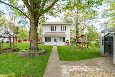 Lawrence Single Family Home For Sale: 322 E St Joseph Street