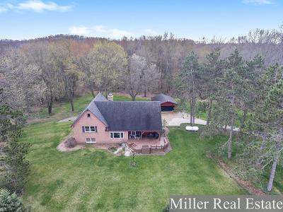 Delton Single Family Home For Sale: 6111 W Guernsey Lake Road