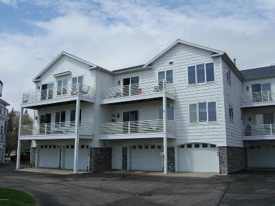 Muskegon County, Oceana County, Ottawa County Condo/Townhouse For Sale: 8670 Ellenwood Estates Drive #13