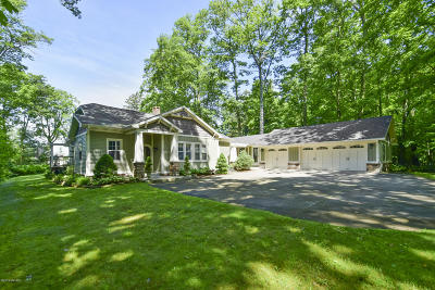 Muskegon County, Newaygo County, Oceana County, Ottawa County Single Family Home For Sale: 3147 Scenic Drive