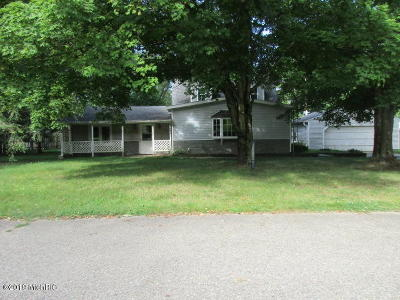 Dowagiac Single Family Home For Sale: 28641 Wilson Drive