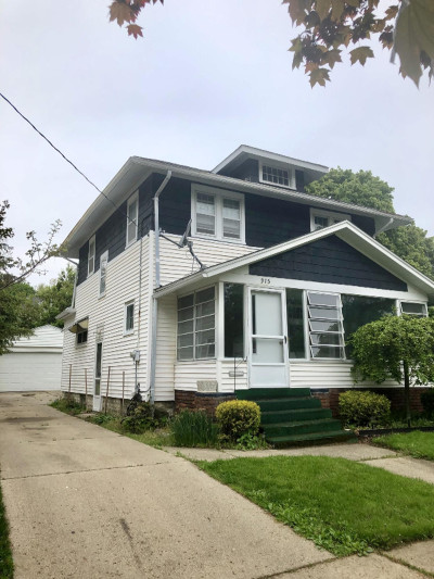Grand Rapids Single Family Home For Sale: 915 Van Buren Avenue NW
