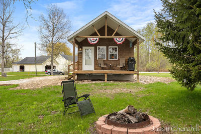 waterfront cottages and cabins for sale in michigan rh michiganlakehomes com
