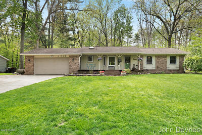 Hudsonville Single Family Home For Sale: 4048 Cambridge Drive