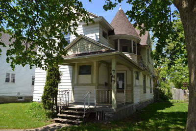 Grand Rapids Single Family Home For Sale: 747 Fifth Street NW
